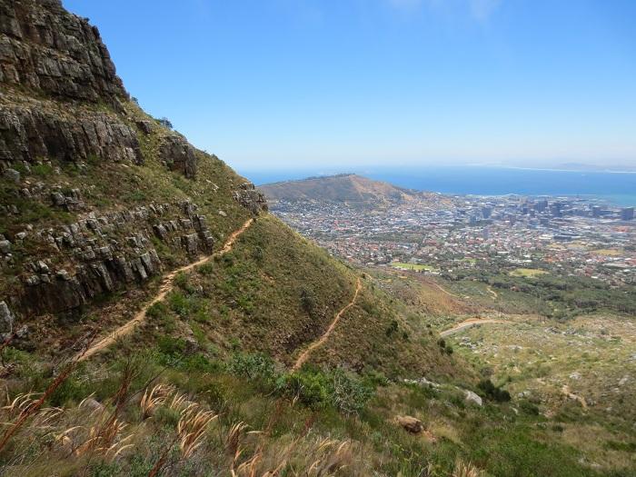 En av många fina vyer på väg uppför Table Mountain.