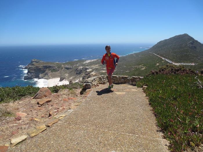 Springer upp mot Cape Point, i bakrunden syns Godahoppsudden.