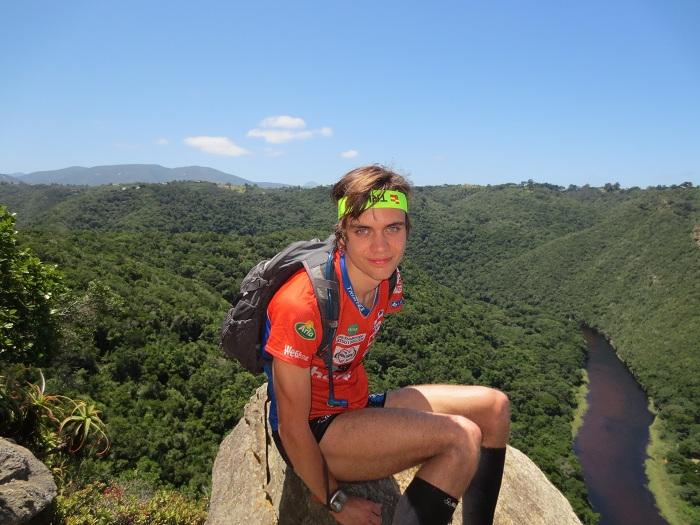 Utsikten när vi tillslut kom ut på en klipputsats efter att ha sprungit uppför berget i tät skog.