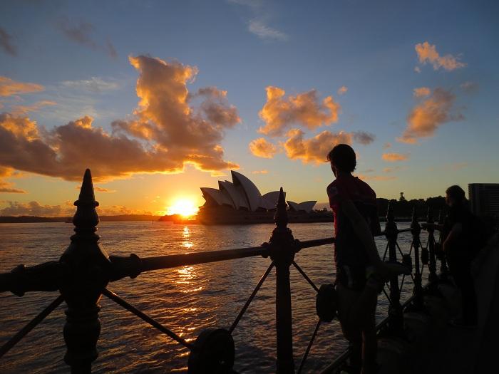 Operahuset i soluppgång under en morgonjogg.