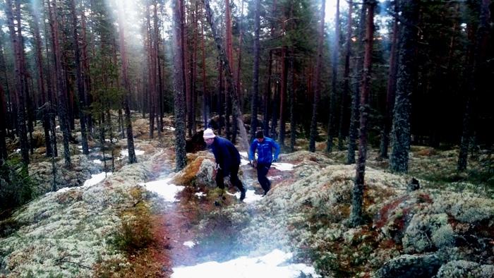 Jerker och Kjell på väg upp till Stora Bolleberget.
